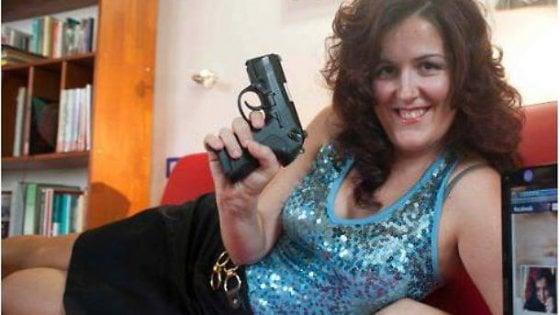 """M5s, ecco Lady Colt. Candidata con 31 clic,  """"Combatto le mafie di Oristano"""""""