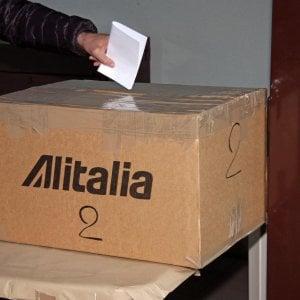 Referendum Alitalia, lunedì sera l'esito del voto: salvezza o fallimento