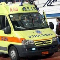 Grecia ambulanze a pezzi e con 700mila km.  L'armatore Niarchos regala 143 mezzi