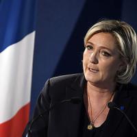 """Marek Halter: """"I terroristi vogliono far vincere Marine Le Pen ma la Francia saprà..."""