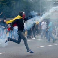 Venezuela, scontri a manifestazione contro Maduro: 12 morti nella notte a Caracas
