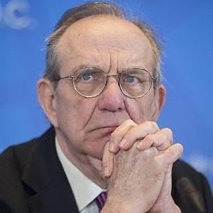 """Padoan: """"La manovrina è una piccola finanziaria"""" E Draghi allontana la deflazione"""