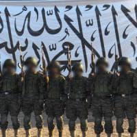 """Strage nella base militare fuori Kabul: attacco talebano, """"almeno 150 morti"""""""
