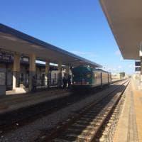 Calabria, sulla Jonica il caso del mini-Intercity: costa di meno ma si viaggia in littorina