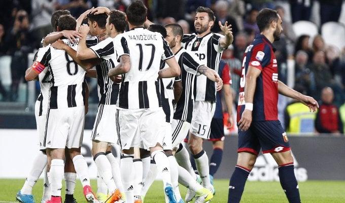 Juventus senza problemi, poker al Genoa   foto