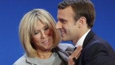 Chi è Lady Macron: la ex prof di Emmanuelora studia da première dameVideo Sul palco insieme