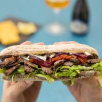 Kebab (r)evolution: i segreti e i luoghi dello street food più famoso del mondo