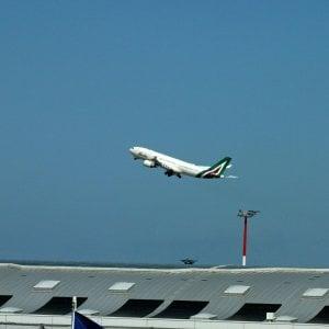 Alitalia, i dipendenti bocciano l'accordo: 67% di No. Ora lo spettro del commissariamento