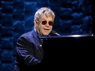 """Infezione per Elton John, """"ha rischiato di morire"""""""