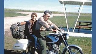 """Morto Pirsig: scrisse """"Lo zen e larte della manutenzione della motocicletta"""""""