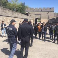Cina, i poliziotti italiani di pattuglia sulla Grande Muraglia