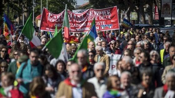 """25 Aprile tra le divisioni. Mattarella: """"Ricordiamo senza odio né rancore"""". Comunità ebraica: """"Storia è qui"""""""