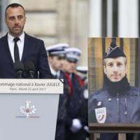 """""""Non avrete il mio odio"""": parla il compagno dell'agente ucciso agli Champs-Elysées"""