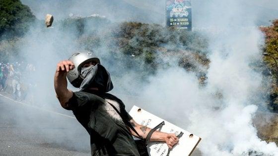 Venezuela, crisi senza fine: 26 vittime, il governo conferma il no alle elezioni. Spunta la mediazione del Vaticano