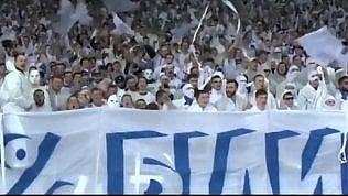 Dinamo Kiev, coreografia razzista in stile Ku Klux Klan