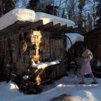 Coppia con figlio nel nulla dell'Alaska: come vivere felici fuori dal mondo