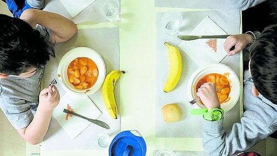 """La fuga dei bambini dalle mense a scuola: """"È l'effetto panino"""""""