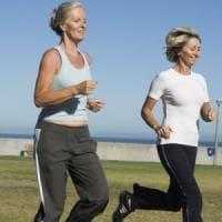 Corsa e tai chi, elisir per gli over 50: lunga vita a neuroni e memoria