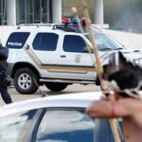 Brasile, proteste per le riserve amazzoniche: scontri tra indigeni e polizia