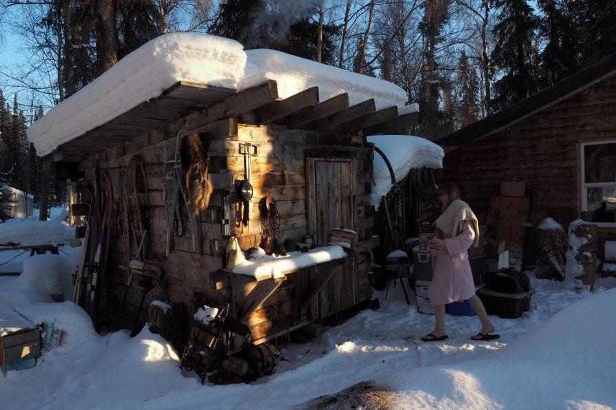 Coppia con figlio nel nulla d'Alaska: come vivere felici fuori dal mondo