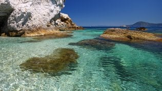 Aree protette e miniborghi viple 15 spiagge italiane al top