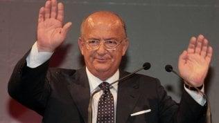 Addio a Giorgio Guazzaloca,il primo sindaco non comunistadi Bologna: aveva 73 anni
