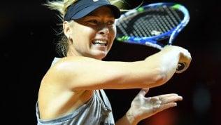 Sharapova contro Vinci: tornano in campo glamour e business