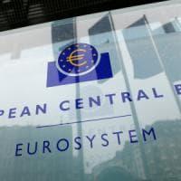 Le Borse europee chiudono in calo. Draghi spinge giù l'euro