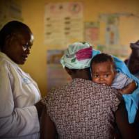 A piedi fra i villaggi, la lunga marcia del Kenya per 'conquistare' il vaccino