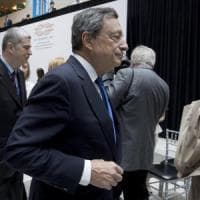 "La Bce lascia i tassi invariati. Draghi: ""Ripresa più solida, rischi diminuiti"""