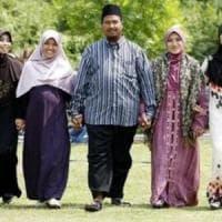 Kazakhstan, il presidente Nazarbaev vieta l'abbigliamento islamico
