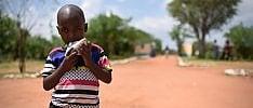 A piedi fra i villaggi, la lunga marcia  del Kenya per 'conquistare' il vaccino   Le storie    di DAVIDE MICHIELIN