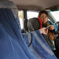 Afghanistan, una start up per le donne tassiste: la sfida per l'emancipazione