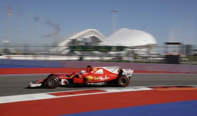 Vettel vola a Sochi: miglior tempo nelle libere
