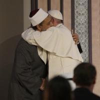 """Papa Francesco in Egitto: """"Populismi sconcertanti. C'è bisogno di costruttori di pace"""""""