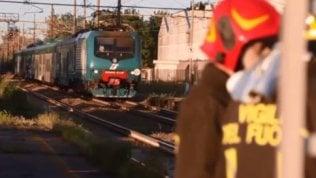 Ha provato a scendere dal treno già partito: morta una sedicenne