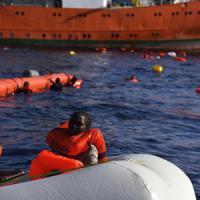 Migranti, scontro nel governo, Gentiloni: