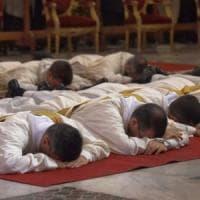 Pochi sacerdoti in Inghilterra e Galles, i cattolici chiedono di aprire ai preti sposati