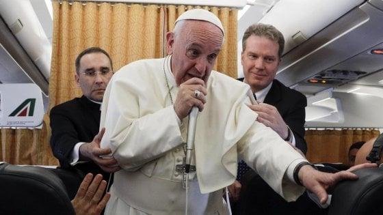 """Dal Papa allarme migranti: """"Alcuni campi sono lager"""". E sul caso Regeni: """"Il Vaticano si è mosso"""""""
