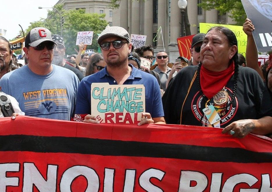 Clima, DiCaprio in prima fila alla marcia contro Trump a Washington