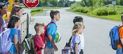 Perché per i bimbi è complicato attraversare la strada da soli