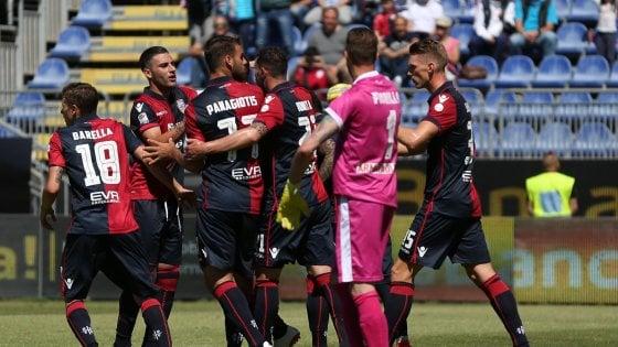 Cagliari-Pescara 1-0: decide un rigore di Joao Pedro. Insulti razzisti a Muntari che esce dal campo