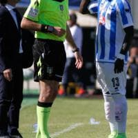 Cagliari-Pescara: insulti razzisti dagli spalti, Muntari lascia il campo