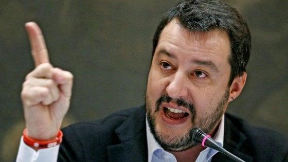"""Migranti, Salvini accusa: """"C'è un dossier dei servizi su scafisti-Ong, il governo lo renda pubblico"""""""