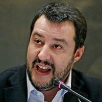 """Migranti, Salvini accusa: """"C'è un dossier dei servizi su scafisti-Ong, il governo lo renda..."""