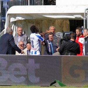 """Pescara,  cori razzisti a Muntari: """"Arbitro senza coraggio"""". Zeman: """"Nessuno interviene"""""""