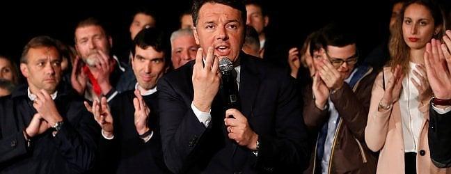 """Il trionfo di Renzi: """"Nuovo inizio, Pd sia unito"""". 2 milioni al voto, """"ora battere populismi"""" video· Prima mossa: """"Alleanze, ma non con partiti"""""""