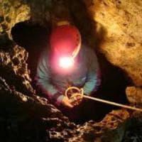 Rieti, scossa del 3.1. Nella zona in corso il salvataggio di una speleologa rimasta...