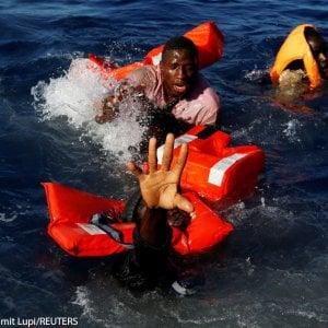 Trentaseimila salvataggi in mare e la cinica sconnessione con parole li accompagnano