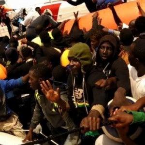 """Migranti e Ong, l'ammiraglio della Guardia costiera """"assolve"""" tutti. Nuovo fronte a Trapani"""